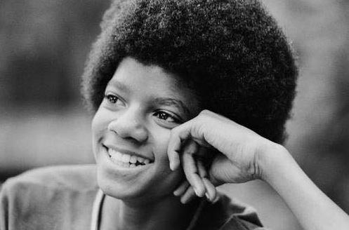 Michael Jackson avec ses cheveux crépus