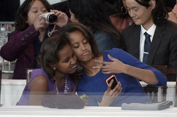 POURQUOI SASHA ET MALIA ONT VOLE LA VEDETTE DE PAPA OBAMA / Sasha et Malia Obama qui font des grimaces
