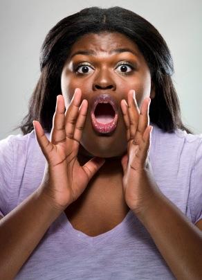 Une grosse femme noire qui crie