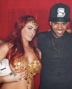 """PATRICE EVRA ET LES JUMELLES PLAYBOY """"CARLA ET MELISSA HOWE"""" ) avec Chris Brown"""