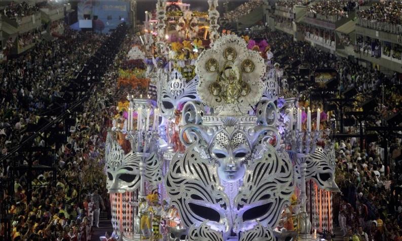"""LE TOUR DU CARNAVAL DE RIO 2013 EN PHOTOS """"MARDI GRAS"""""""
