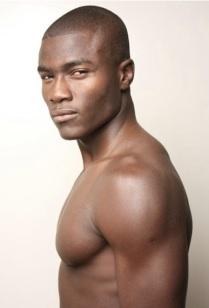 7. REMI ALADE-CHESTER. Est né et a grandi au Nigéria. 23 ans. Aime travailler pour Levis.