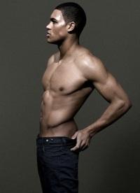 16. JOSH HAWKINS. 22 ans. Travaille avec l'agence AMCK Models London.