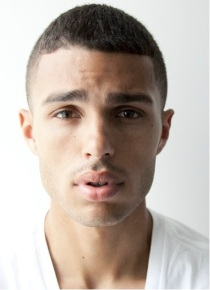 30. MICHAEL FORTES. Métis irlandais. Mesure 1,85m. Travaille à JE Model Management.