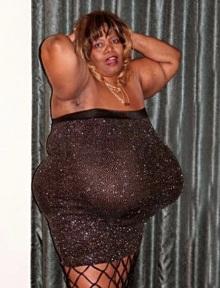 Annie Hawkins-Turner : la plus grosse poitrine au monde