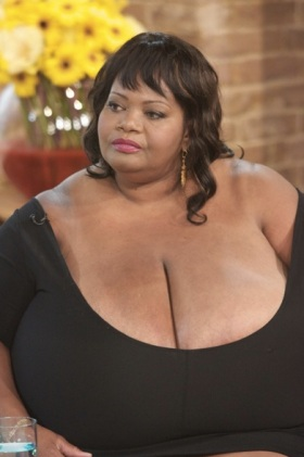 Annie Hawkins-Turner : les plus gros seins du monde