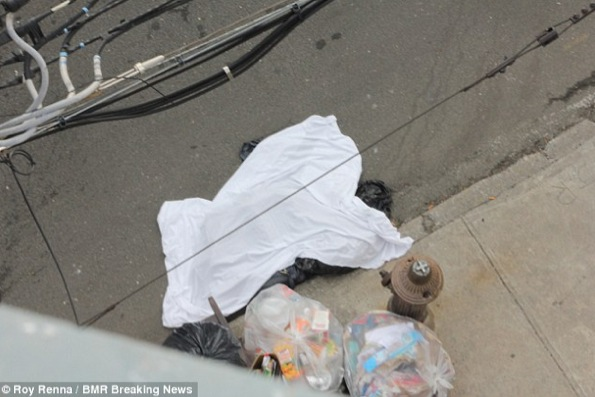 La jambe droite de la mère de Bashid a été retrouvée sur un tas d'ordures, cachée d'un drap.