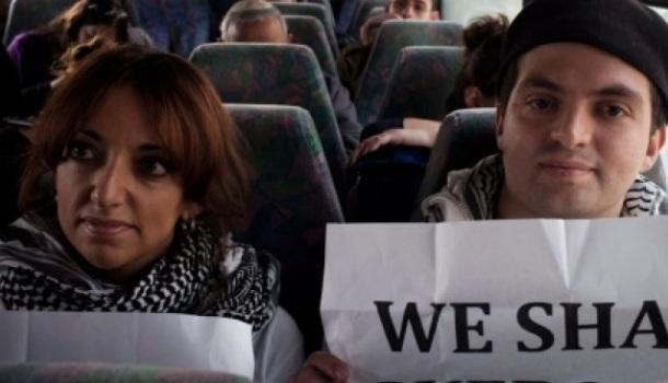Protestants palestiniens dans un bus israëlien l'an passé.