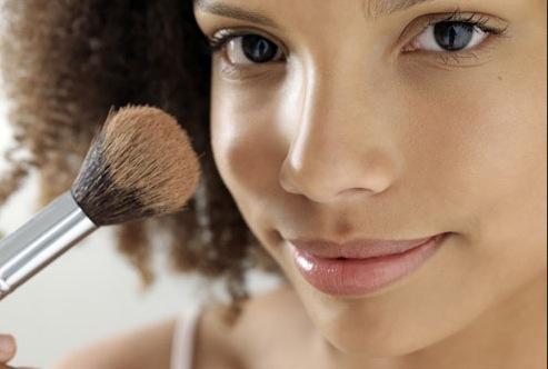 Appliquer du fond de teint sur une peau non nettoyée