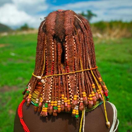 AFRIQUE (ANGOLA) : COMMENT LES CHEVEUX SE MELENT AVEC L'IDENTITE CULTURELLE