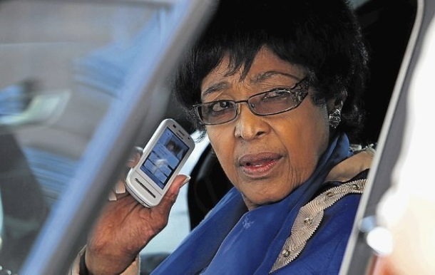 WINNIE, L'EX DE NELSON MANDELA, SURPREND DANS LE CADRE DE SON ACCUSATION D'ASSASSINAT - Winnie Madikizela-Mandela