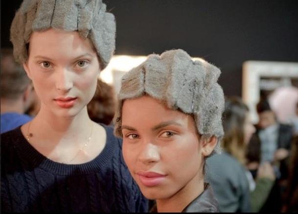 LES STYLISTES BRESILIENS RENDENT HOMMAGE AUX FEMMES NOIRES... EN LEUR METTANT DES PERRUQUES