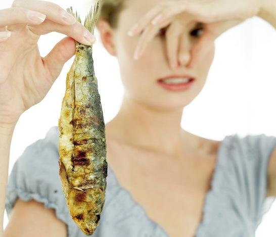 10 UTILISATIONS DIFFERENTES DU BEURRE DE CACAHUETE (PEANUT BUTTER) - pour enlever l'odeur de la friture de poisson