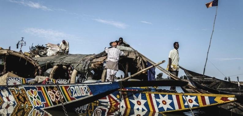 Les transports maritimes sont essentiels entre Mopti et Tombouctou. Ils ont été permis de nouveau depuis peu - ils étaient prohibés pour empêcher que les islamistes n'utilisent ce moyen pour envahir.
