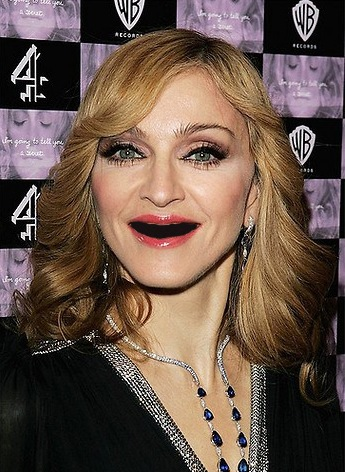 Madonna without teeth - sans dents