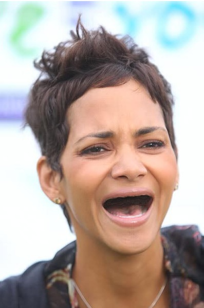 Halle Berry without teeth - sans dents