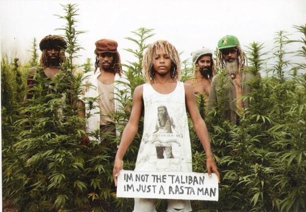 LES RASTAS SONT JUSTE DES RASTAS... PAS DES TALIBANS (Tee shirt 'I'm not the taliban, I'm just a rastaman')