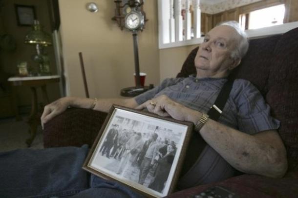 UN SUPPORTER DU KKK MEURT A 76 ANS ET FAIT SES EXCUSES AU PEUPLE NOIR - Elwin Hope Wilson