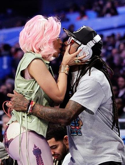 """""""HIGH SCHOOL"""" LE DERNIER CLIP DE NICKI MINAJ ET LIL WAYNE (Drake + Nicki Minaj et Lil wayne qui s'embrassent sur la bouche)"""