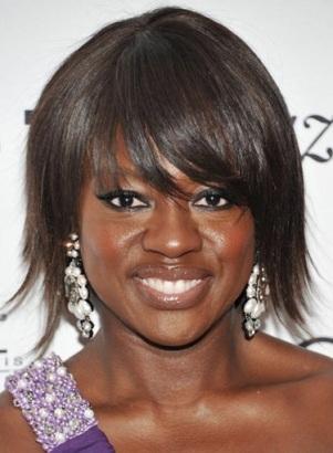 Viola Davis : chirurgie ou pas chirurgie ? Viola Davis serait entièrement naturelle. Seuls ses cheveux étaient faux et elle y a remedié depuis peu. bravo !