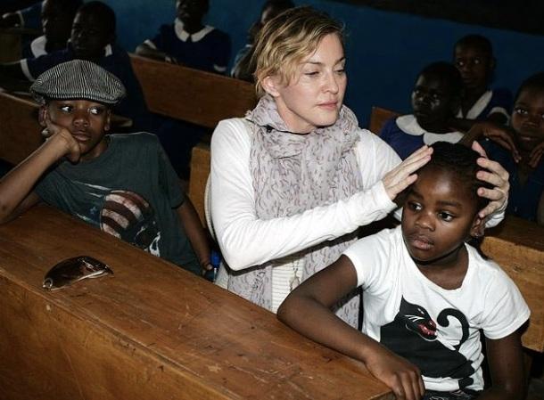 Madonna et ses enfants adoptif originaires du Malawi : David Banda et Mercy James.