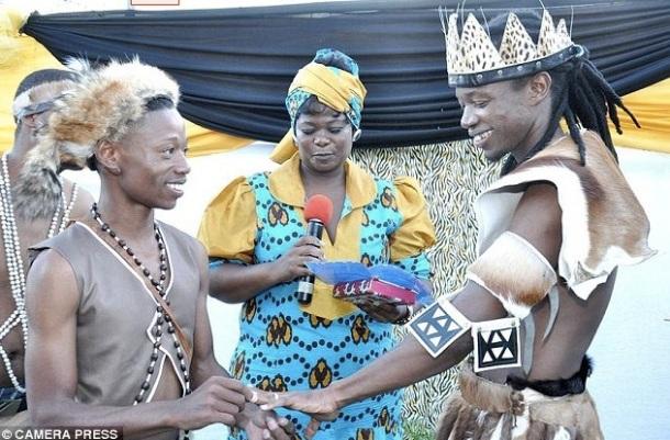 LE PREMIER MARIAGE HOMOSEXUEL ET TRADITIONNEL ZOULOU - Tshepo Cameron Modisane et Thoba Calvin Sithole