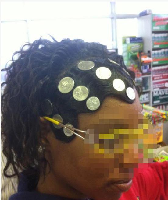 6. Cette femme qui pense que sa perruque c'est son trésor