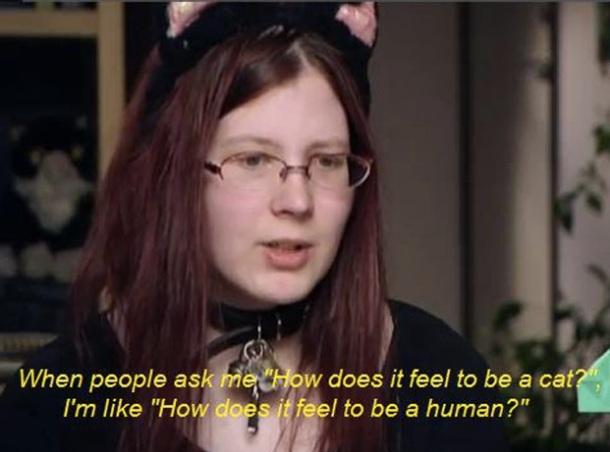 9. Une jeune femme qui pense qu'elle est née chat