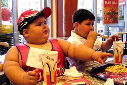 13. Ces enfants qu'on laisse encore manger au Mc Donald's