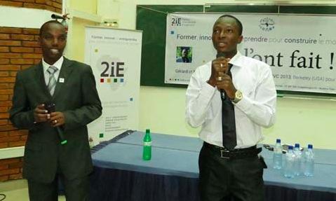 DEUX ETUDIANTS AFRICAINS CREENT UN SAVON ANTI MALARIA - Moctar Dembele, Gerard Niyondiko