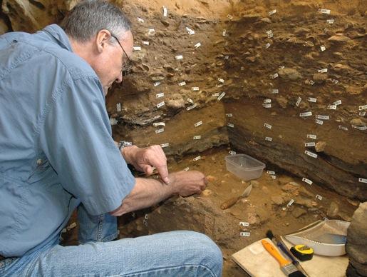 LES SYMBOLES PREHISTORIQUES LES PLUS VIEUX ONT ETE RETROUVES EN AFRIQUE DU SUD ET DATENT DE 70 000 ANS (Caves Blombos)