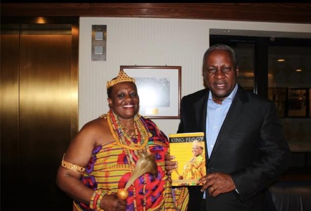 King Peggy et le Vice-Président du Ghana, John Dramani Mahama.