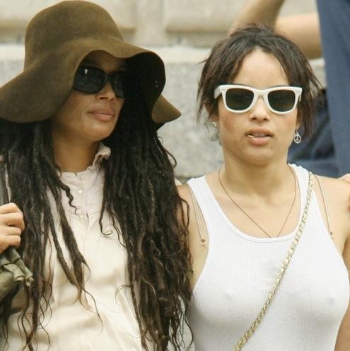 Lisa Bonet et Zoé Kravitz. (LISA BONET (EX DU COSBY SHOW) ATTAQUE UN CHAUFFEUR EN JUSTICE APRES UN ACCIDENT OU SES ENFANTS ONT ETE BLESSES (+ Jason Momoa))