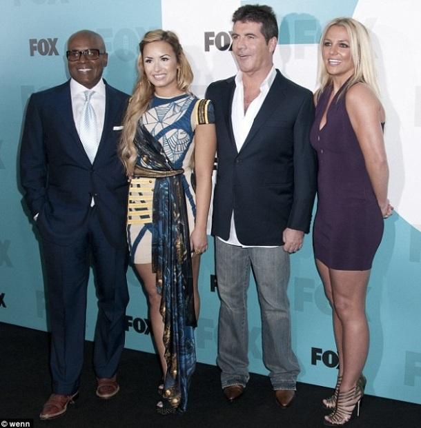 De gauche à droite : Demi Lovato, L. A. Reid, Simon Cowell; Britney Spears.