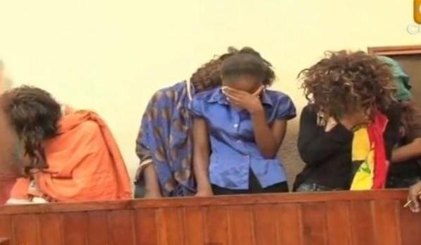 11 FEMMES ARRETEES EN AFRIQUE APRES AVOIR TOURNE UN FILM PORNOGRAPHIQUE ZOOPHILE