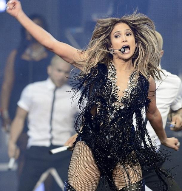 LES FEMMES LES PLUS SEXY AU MONDE POUR L'ANNEE 2013 - Jennifer Lopez (concert)