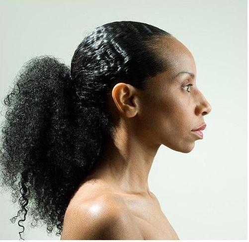 DETERMINEZ VOTRE TYPE DE CHEVEUX SELON VOTRE ETHNIE ET/OU LA FORME DE VOS BOUCLES (photo : beaux cheveux frisés)
