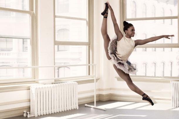 MICHAELA DE PRINCE : UNE ORPHELINE SIERRA LEONAISE SOUFFRANT DU VITILIGO DEVIENT UNE BALLERINE RECONNUE