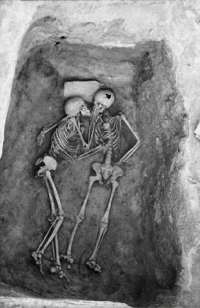 LE PLUS VIEUX BAISER DU MONDE (6000 ans - Iran)